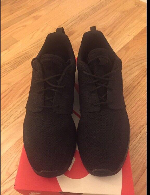 Nike Roshe Run Triple Black Size 9.5, 100% Authentic