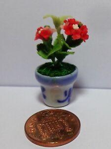 1:12 Rouge Hydrangea Dans Un Pot De Maison De Poupées Miniature Fleurs Accessoire-afficher Le Titre D'origine