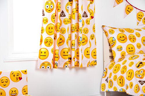 """Emoji Girl 66/"""" X 72/"""" Enfant Nursery Chambre à Coucher Rideaux /& Tiebacks et plis serrés"""