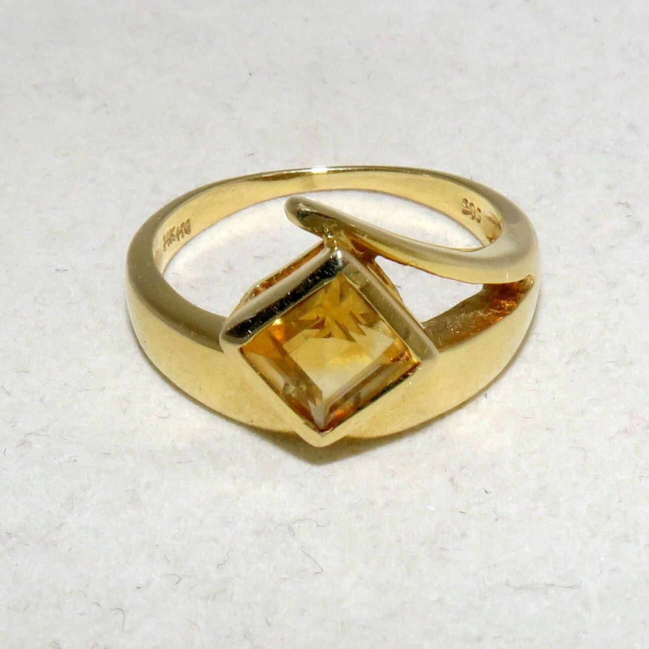 14K Yellow gold Ring with Yellow CITRINE  (5 grams, size 7.25)