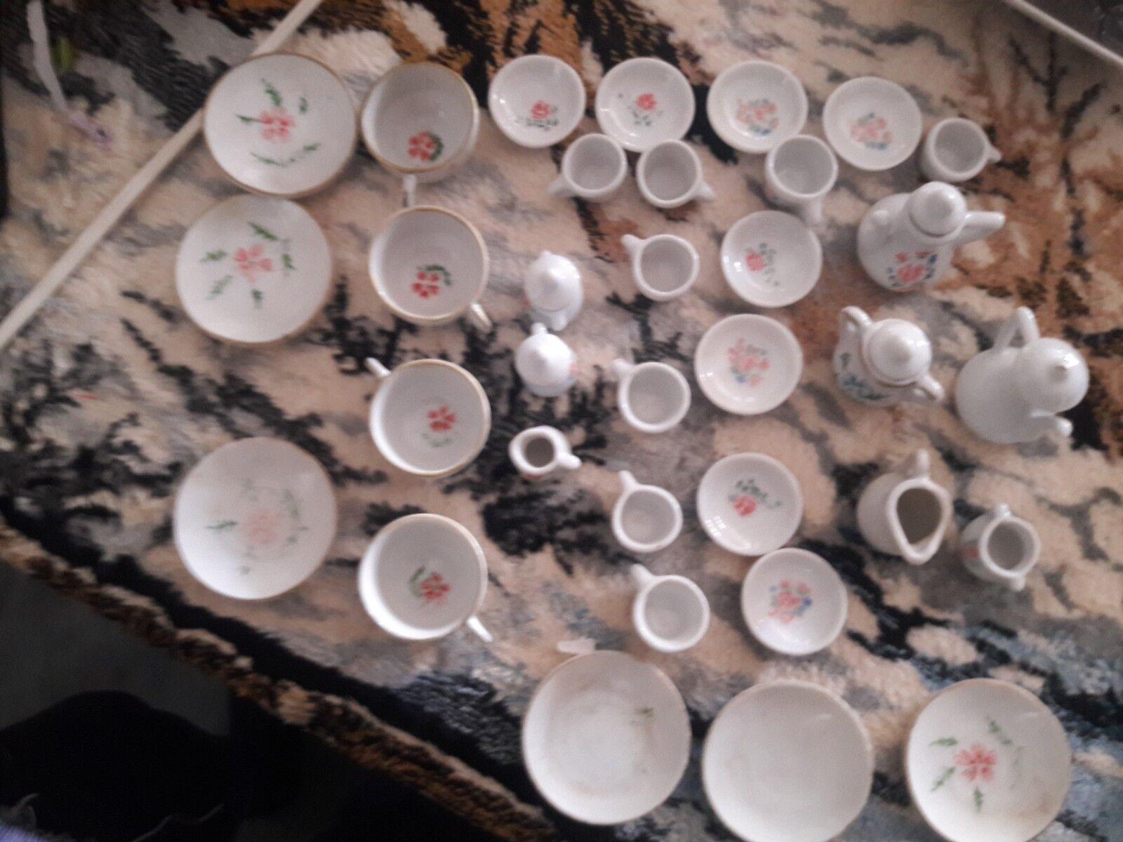 2 Antique Japanese Miniature  bambolahouse Tea Sets 34 pcs  migliore qualità