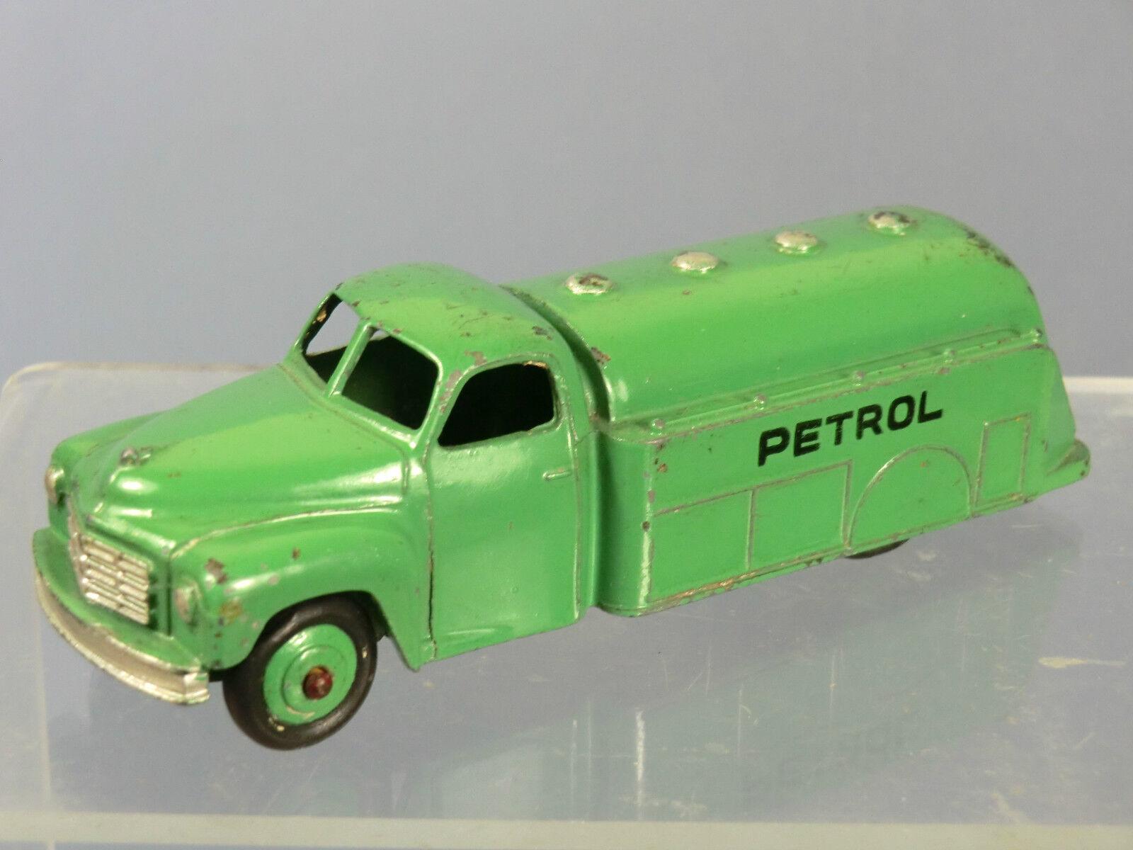 Ein schäbiger spielzeug - modell no.30p öltanker