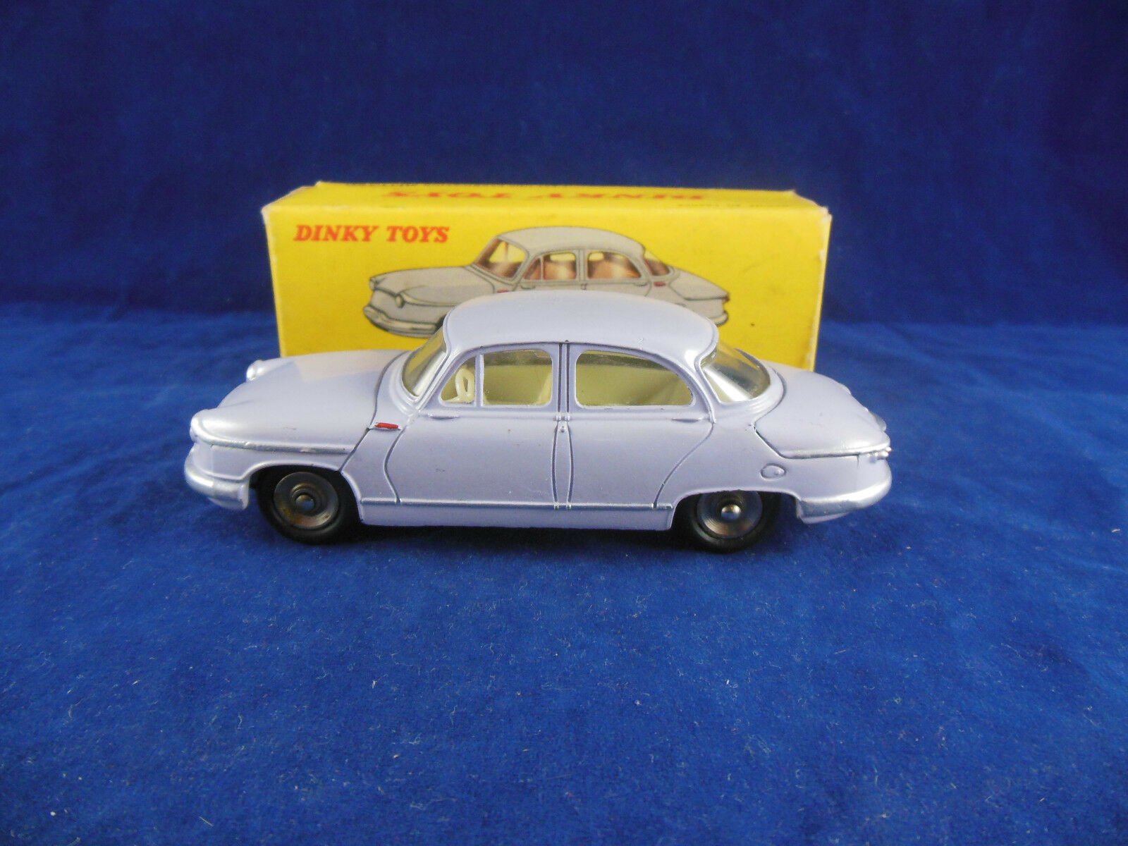 Dinky Spielzeugs 547 Panhard PL17 in Lilac Jahr in Superb Original Condition 1960's