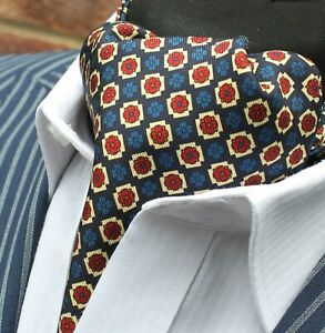 Amical Soie Cravate Ascot. Quality Hand Made In Uk. Bleu Marine Lieutenant Or Rouge Dbc04-20413-1-afficher Le Titre D'origine Une Grande VariéTé De Marchandises