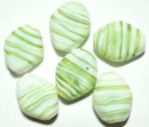 25 perles de verre losange 14x12 mm Vert Mat longitudinal percés Ad9-14