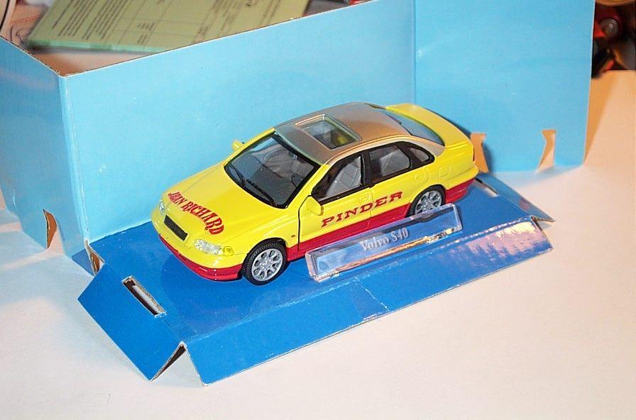 Maravilloso circo-MODELCoche Volvo XC90  Pinder  2005-Amarillo Rojo Escala 1 43