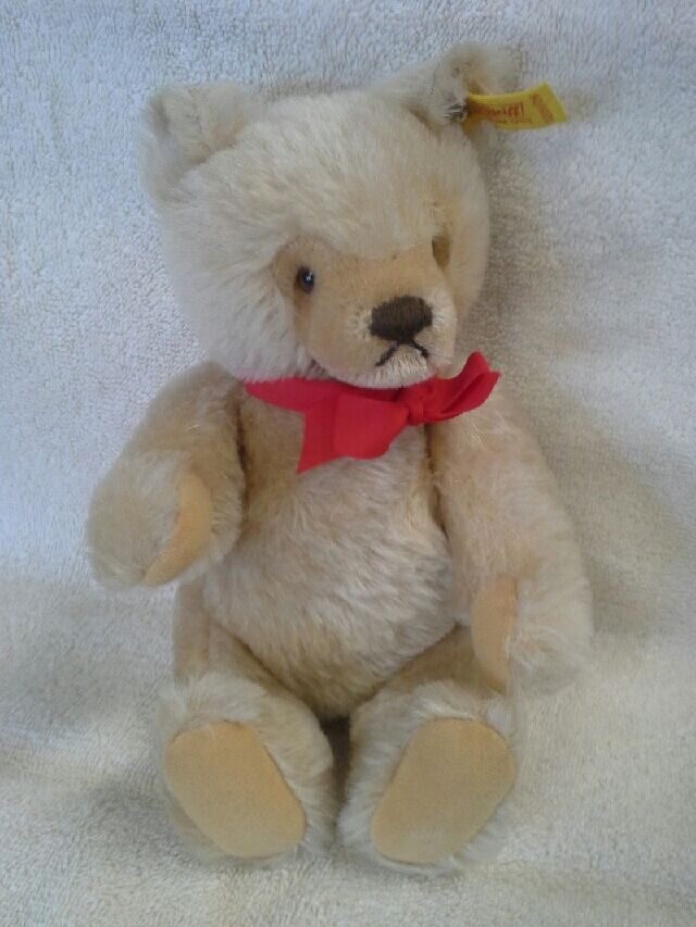 Vintage Marronee 9in tall collectable Steiff bear