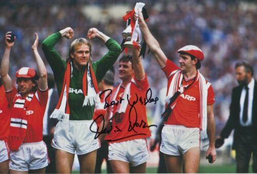Kevin Moran Hand Signed Manchester United 12x8 Photo.