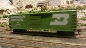 Train-Miniature-HO-Burlington-Northern-40-039-AAR-Steel-Boxcar-Upgraded-Ex