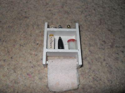 Bello Dolls House Mini Bagno Asciugamano Scaffali-mostra Il Titolo Originale