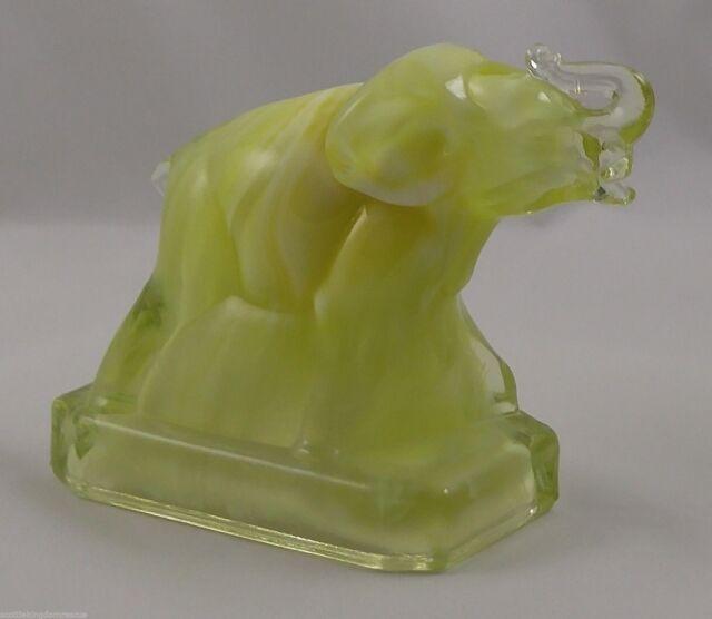 CORNSILK Boyd Glass ZACK THE ELEPHANT 5-26-83 Yellow White #17