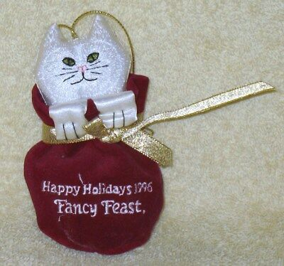 FANCY FEAST COLLECTIBLE PORCELAIN 2017 CHRISTMAS ORNAMENT--NEW IN BOX!!