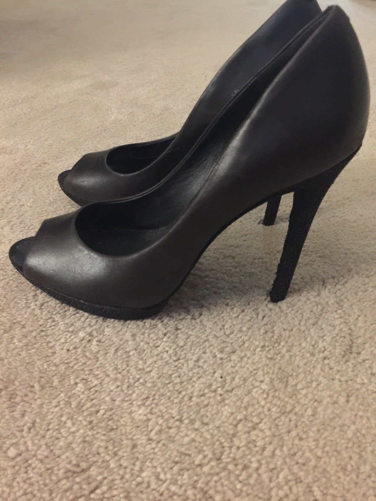 Brian Atwood Peep Toe nero Pumps With nero Shimmer on Heel Dimensione 38 1 2