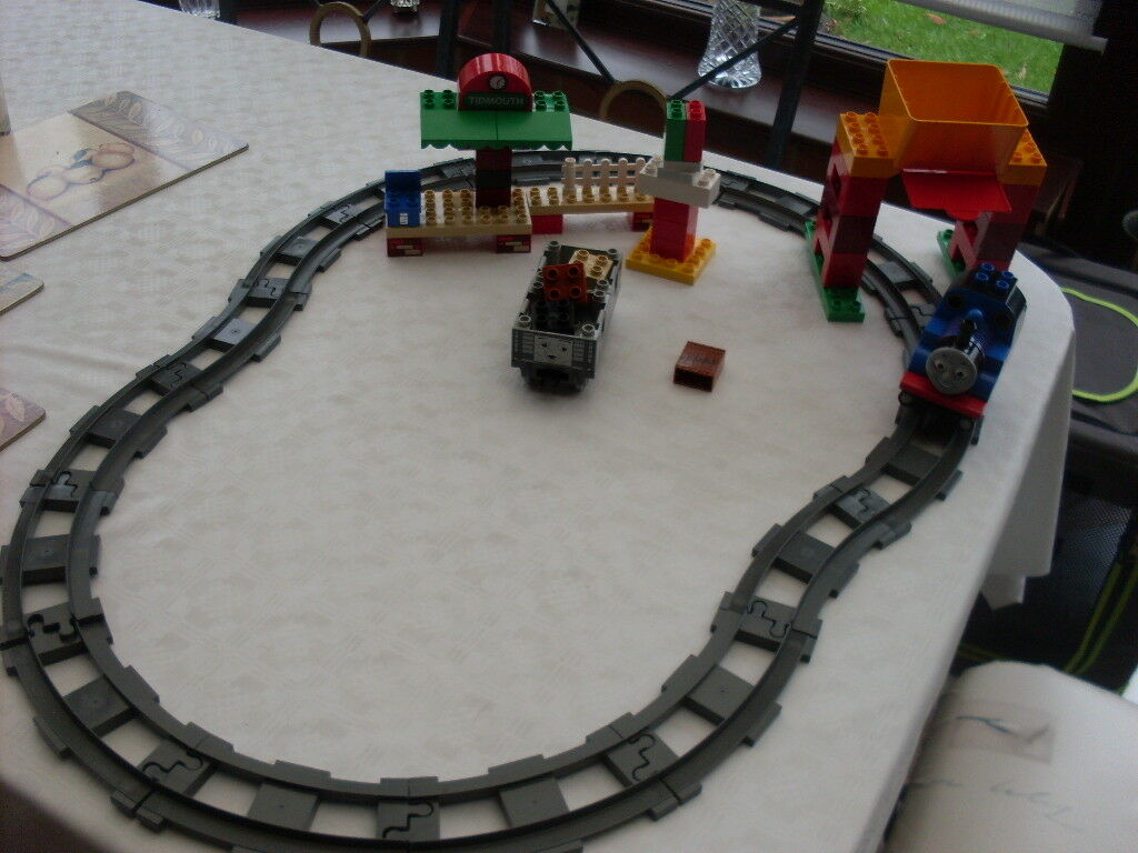 LEGO DUPLO THOMAS THE TANK ENGINE  LOAD AND CARRY TRAIN SET 5554 COMPLETE