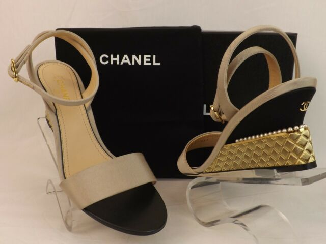 CHANEL G32661 BEIGE GROSGRAIN SILK CC LOGO QUILTED GOLD METAL PEARL SANDALS  37.5