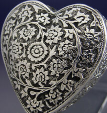 BEAUTIFUL INDIAN STERLING SILVER LOVE HEART BOX c1900 EASTERN ANTIQUE