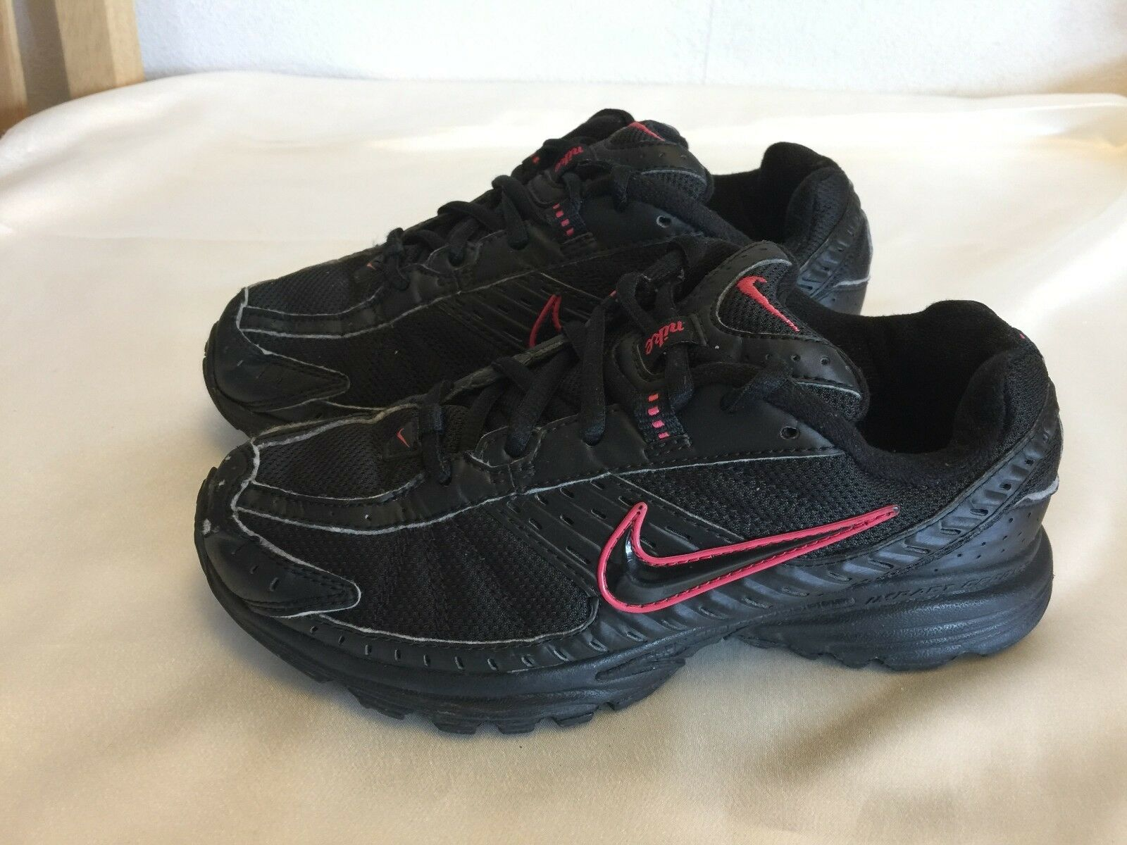 NIKE WOMEN'S GIRLS BLACK TRAINERS SIZE 4  Price reduction Casual wild