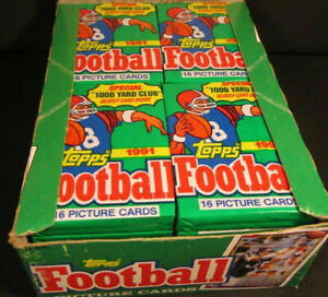 LOT OF 100 TOPPS VINTAGE FOOTBALL CARDS IN SEALED PACKS