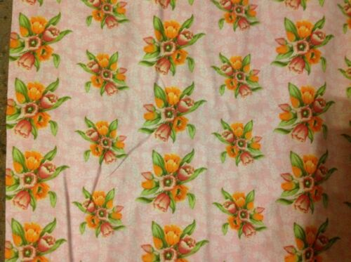 Debbie Mumm Small tulip bouquet on pink Fabric by the 1//2 yard