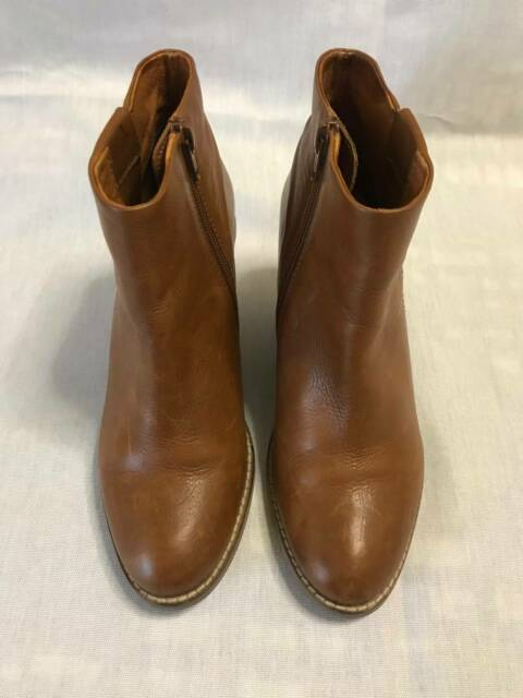 Elk Leather Womens Zip up Ankle Boots, Tan, Size 7 or 38, Only worn 4 or 5 times