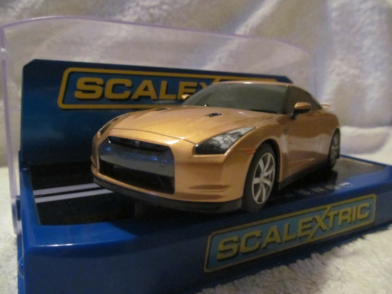 Scalextric Digital Nissan GT-R New Boxed gold