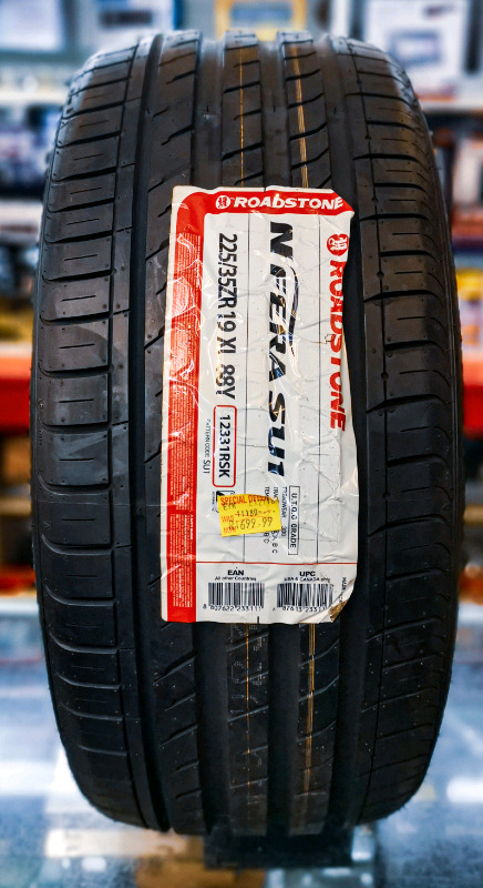 Brand new 225/35ZR19 ROADSTONE TYRE (1 available)