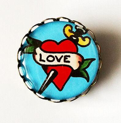 LOVE BROOCH Vintage Style Pin/Badge Rockabilly Tattoo Kitsch Cute Jewellery BN