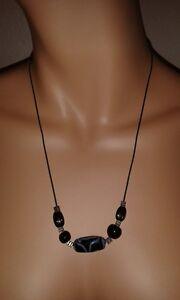 huebsche-Damen-Halskette-Steine-blau-schwarz-Kautschuk-verstellbar