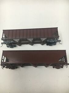 Ho-Scale-40-Hopper-Uncovered-Kit-Assembled-Painted-No-Wheels-Lot-Of-Two-D3