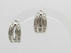 Orecchini-donna-a-cerchio-in-oro-bianco-18-kt-con-diamanti-White-gold-earrings