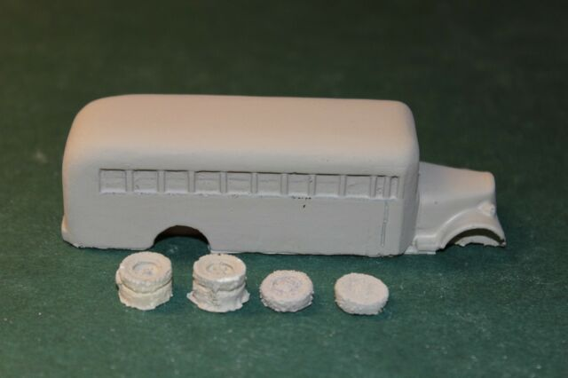 HO SCALE BUS 1940 WHITE SCHOOL BUS