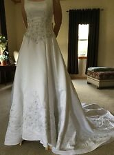 Brand new with tags, Wedding Dress, Bridal Gown by Mon Cheri, size 4, white