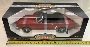 VINTAGE ERTL American Muscle 1:12 METAL 1964 1/2 Ford Mustang NUOVO Rangoon Rosso