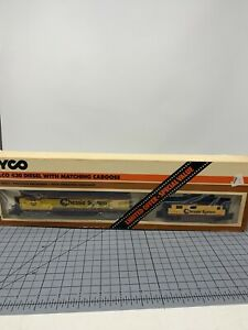 Tyco-250a-Chessie-System-Alco-430-4301-with-caboose-P4