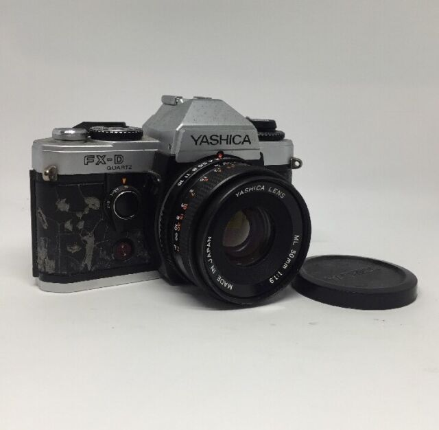 Yashica FX-D Quarz 35mm Film SLR Kamera mit Yashica 50mm F/1.9 ML Objektiv 12