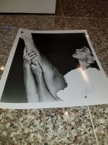 VINTAGE 8 X 10 PHOTOGRAPH FROM IRVING KLAWS ARCHIVES OF OLIVIA NEWTON JOHN LOT#5