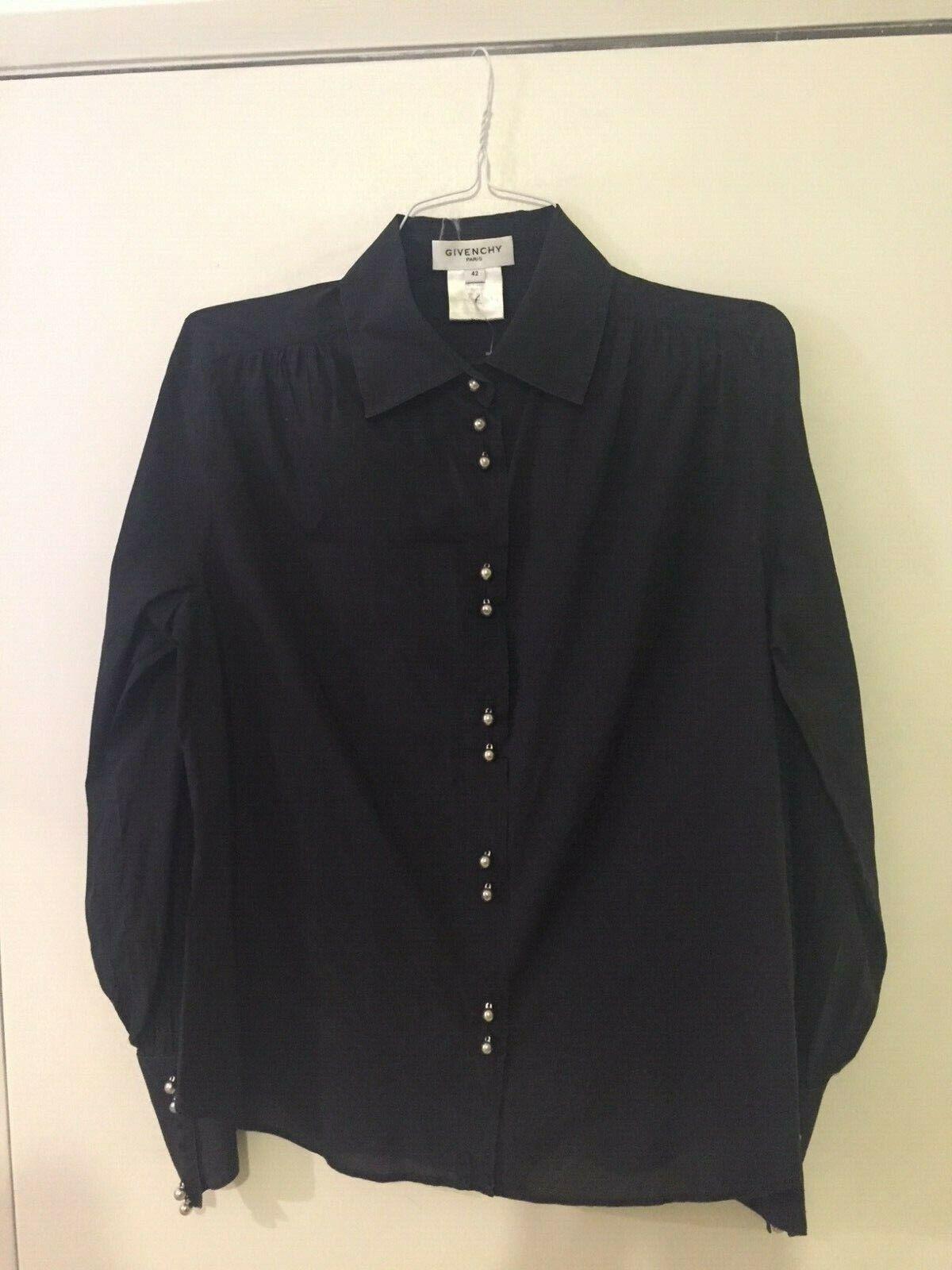 GIVENCHY,superbe chemise schwarze Größe 42,en cotton,avec magnifiques boutons