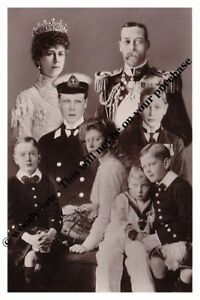 mm753-King-George-V-amp-Queen-Mary-amp-their-children-inc-John-montage-Royalty-photo