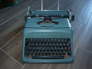 Macchina-da-scrivere-Olivetti-studio-44-vintage