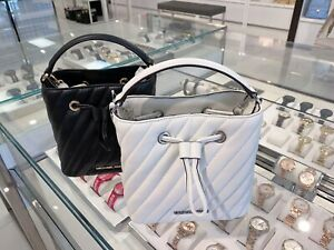 NWT-Michael-Kors-Suri-Small-Bucket-Crossbody-Leather-Bag-Black-White