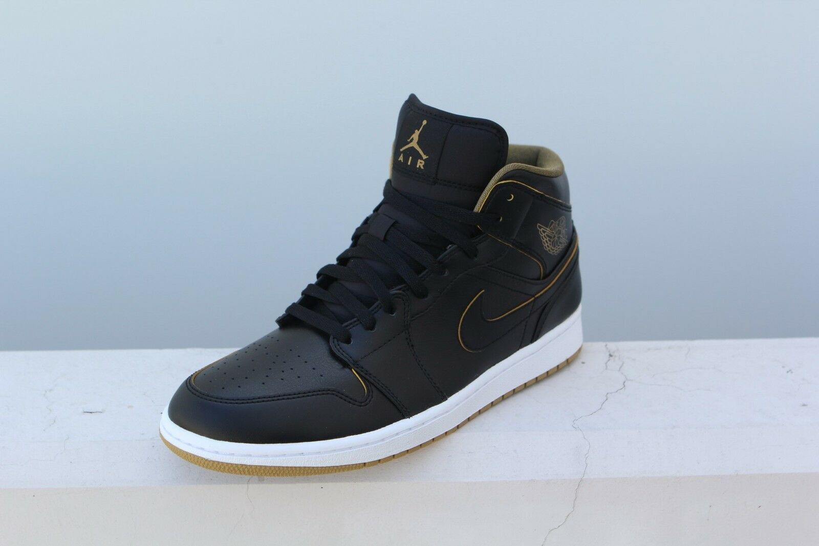purchase cheap 424ea c577c ... best price hombres air jordan 1 mid wild negro blanco metallic oro wild  mid casual shoes