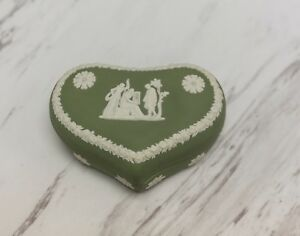 WEDGWOOD-JASPERWARE-GREEN-HEART-SHAPED-BOX