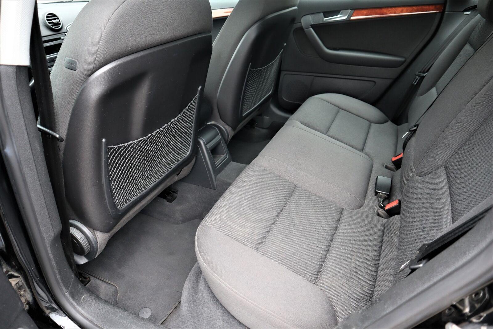 Audi A3 1,6 Attraction Sportback aut.