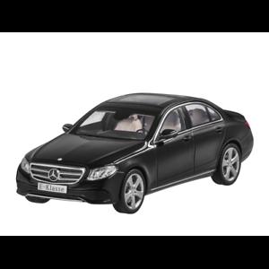 MERCEDES Benz W 213 e classe berlina Avantgarde 2016 NERO 1:43 NUOVO OVP