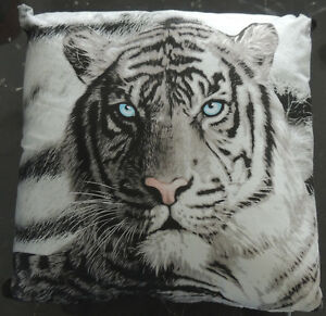 Filled-Cushion-Photographic-Printed-Blue-Eyes-Tiger