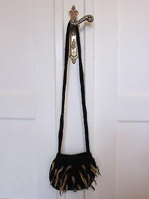 Filz Umhängetasche Handtasche klein schwarz mit gelbbraunen Fransen, Handarbeit