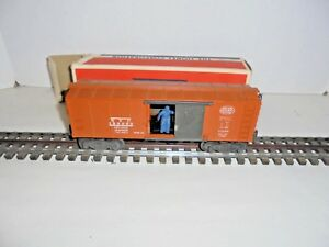 LIONEL-3464-N-Y-C-OPERATING-BOX-CAR-WITH-ORIGINAL-BOX-VINTAGE-POSTWAR