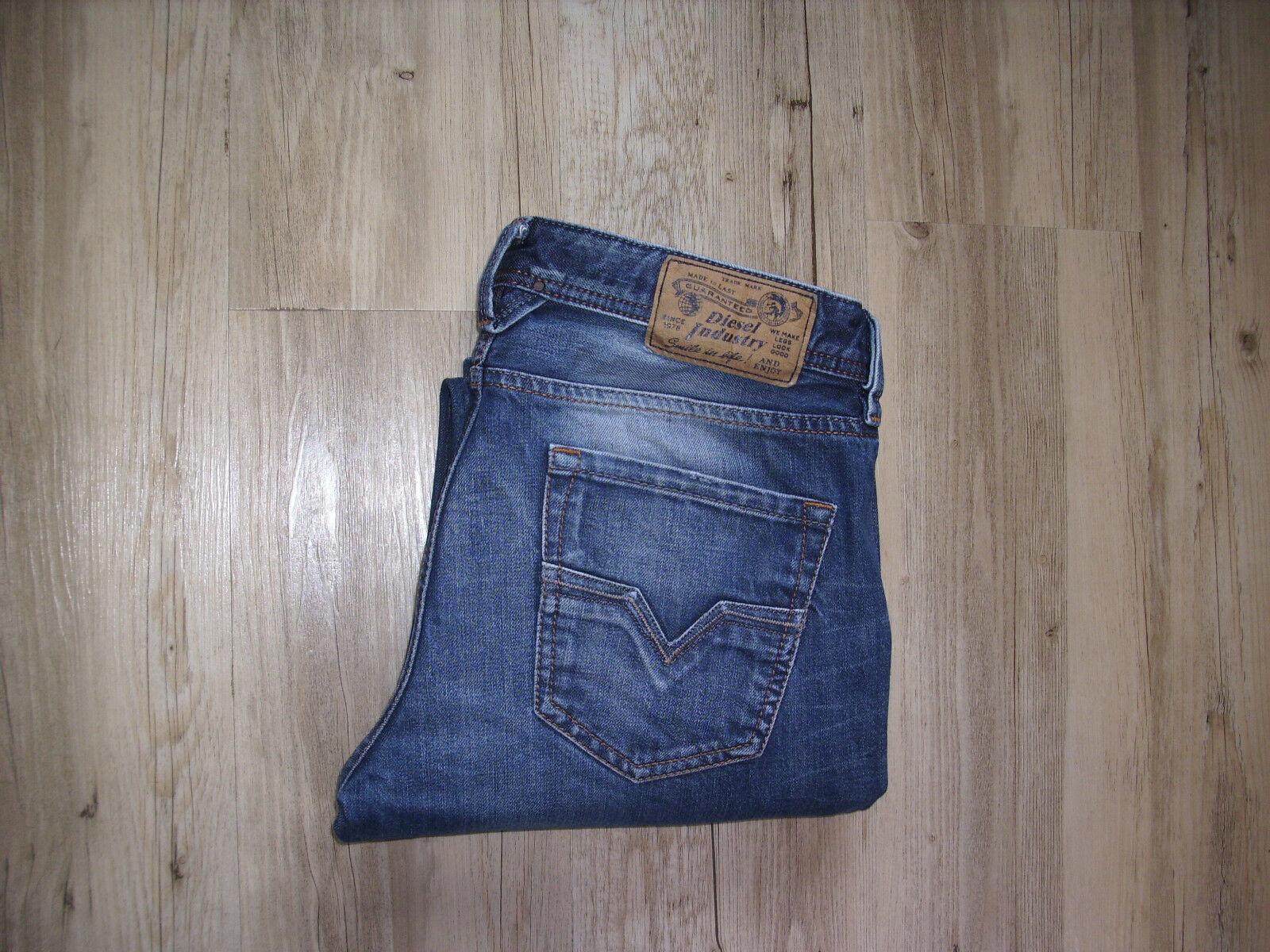 DIESEL LARKEE (0813T) Regular Straight Jeans W32 L32 DZL144