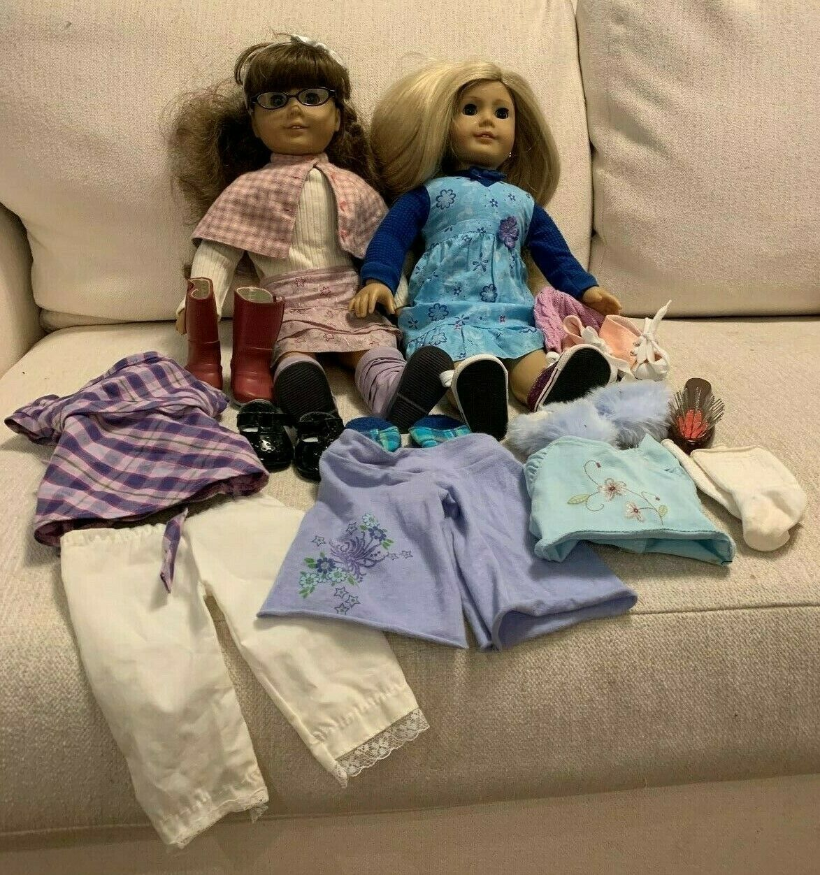 Two American Girl Dolls Molly & Just Like You  22 Blonde, 7 schuhe, Clothes, More