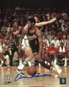 Oscar-Robertson-Autographed-Milwaukee-Bucks-8x10-Photo